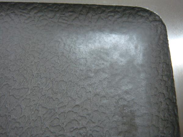 プラスチック金型(皮シボ)に付着した樹脂ガス 施工前