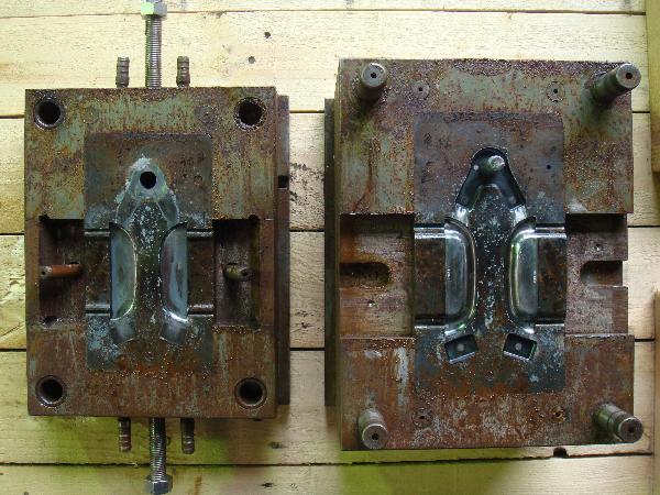 鋳造金型に付着した油と錆び 施工前